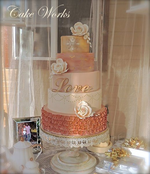 Elegant Wedding Cakes With Cupcakes